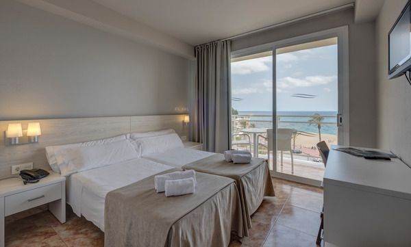 Junior suite with sea views single use (1 adult)