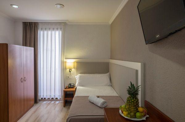 Single Room ( 1 adult )