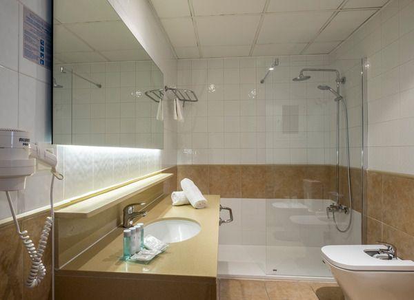 Standard double room single use (1 adult )