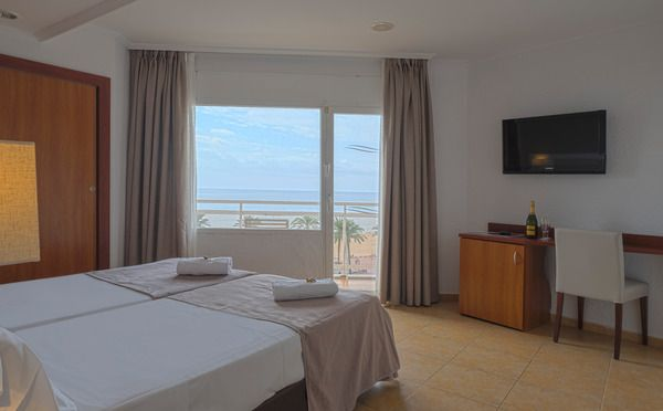 Double/Twin sea view ( 2 adults + 1 child )